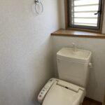 トイレにも窓あります